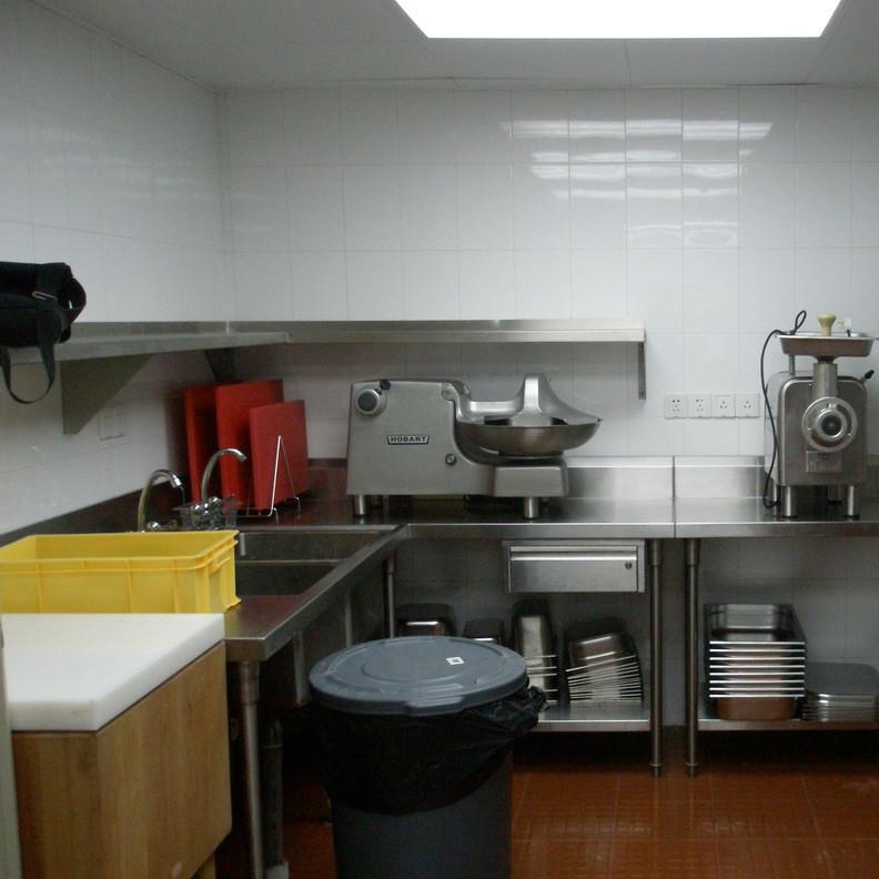 小型餐饮店厨房设备实拍图