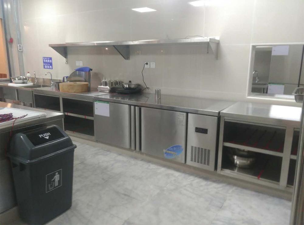 冷菜间厨房设备